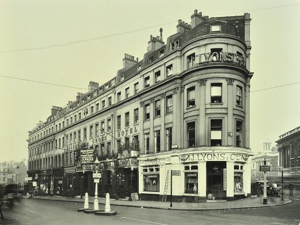 Corner「Lyons Tea Shop In The Strand, London, September 1930」:写真・画像(5)[壁紙.com]
