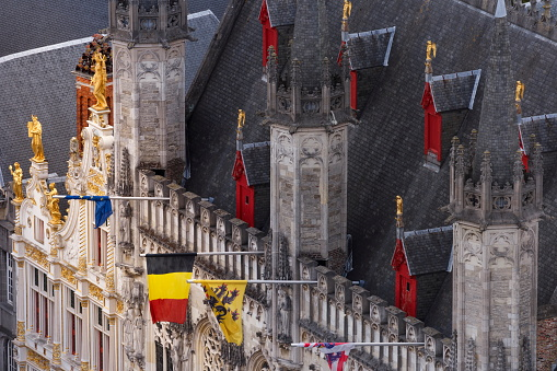 UNESCO「Above Bruges Burg square and City Hall with Belgian flag and Euro flags – Belgium」:スマホ壁紙(2)