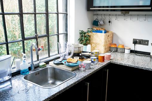 Sink「Untidy kitchen worktop」:スマホ壁紙(3)