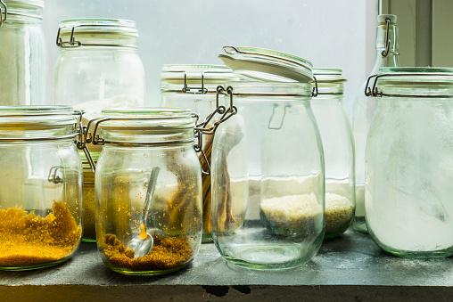 Spice「Open jars in windowsill」:スマホ壁紙(1)