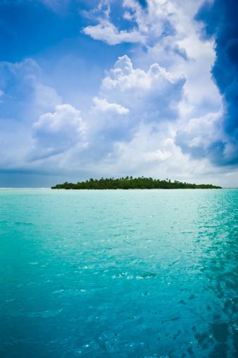 Aitutaki Lagoon「Tropical Thunderstorm Exotic Island Under Dramatic Sky」:スマホ壁紙(12)