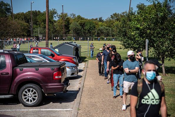 Texas「People Go To The Polls On First Day Of Early Voting In Texas」:写真・画像(9)[壁紙.com]