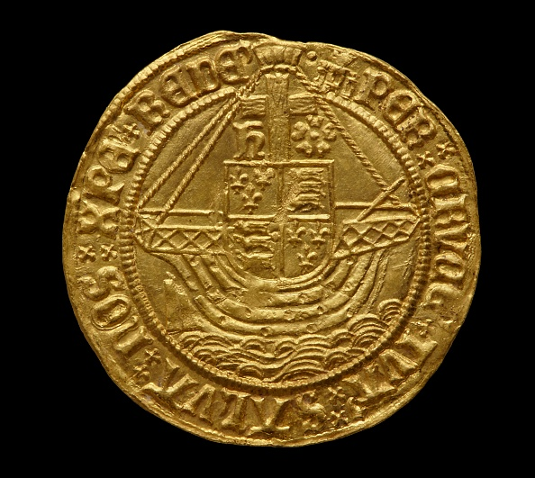 Black Background「Complete Tudor Gold Hoard (The Asthall Hoard)」:写真・画像(19)[壁紙.com]