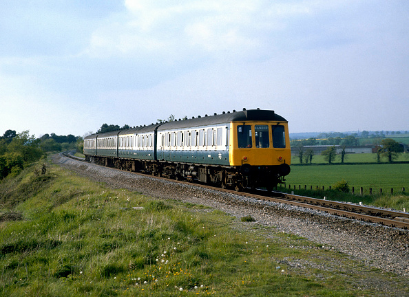 Finance and Economy「Somerton. The 16:44 ex Marylebone for Banbury approaches Aynho Junction. 10.05.1987.」:写真・画像(0)[壁紙.com]