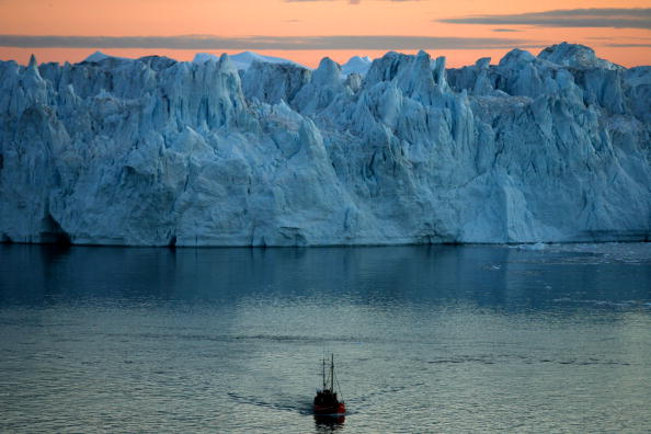 Iceberg - Ice Formation「Greenland Ice-Cap Draws Global Warming Tourists」:写真・画像(16)[壁紙.com]