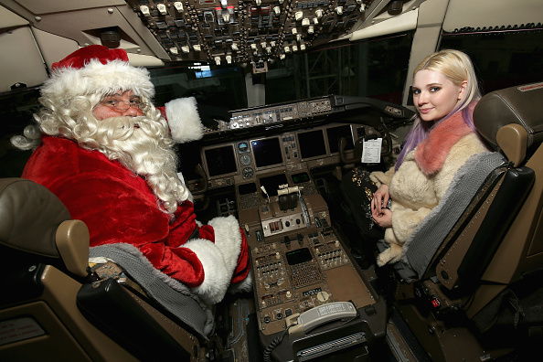 アビゲイル ブレスリン「Delta Air Lines' Fifth Annual Holiday in the Hangar」:写真・画像(6)[壁紙.com]