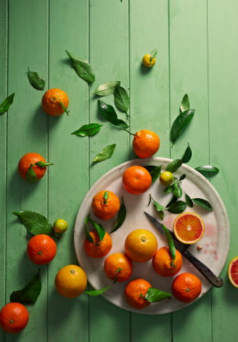 Freshness「oranges overhead on table」:スマホ壁紙(0)