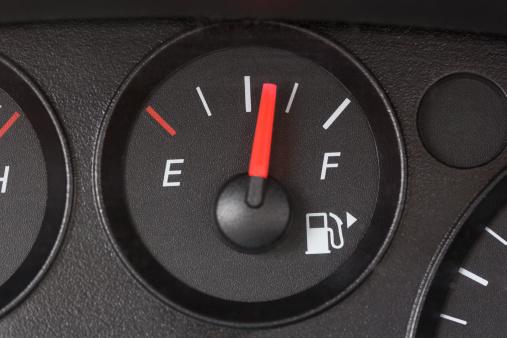 Dashboard - Vehicle Part「Black Fuel Gauge with Red Marker Over Half Full」:スマホ壁紙(18)