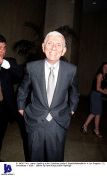Aaron P「Aaron Spelling at his Christmas party」:写真・画像(13)[壁紙.com]