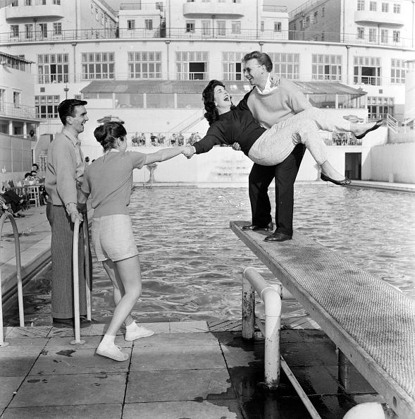 Summer Resort「Poolside Fun」:写真・画像(9)[壁紙.com]