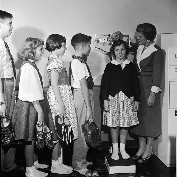 Al Barry「School Weight Check」:写真・画像(2)[壁紙.com]