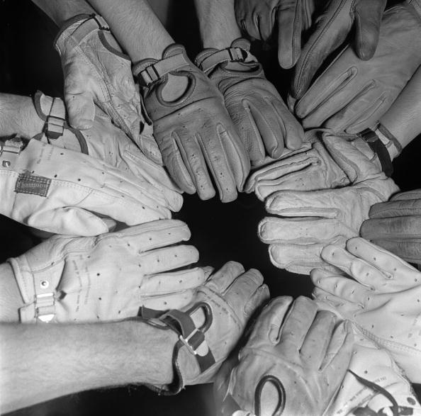Sports Glove「Hand In Glove」:写真・画像(6)[壁紙.com]