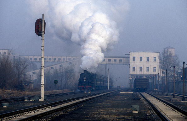 Wall - Building Feature「A workman's passenger train departs from Dalong over the metals of the internal railway system on the Tieling Colliery Network in Liaoning province China. The engine is one of China's standard SY class industrial Mikado 2-8-2s January 2004.」:写真・画像(4)[壁紙.com]
