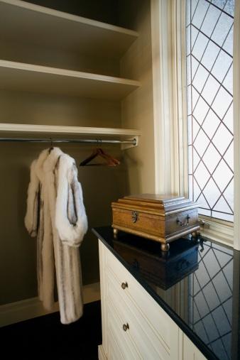 Winter Coat「Walk-in closet」:スマホ壁紙(18)