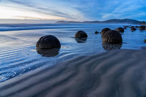 New Zealand「Moeraki Boulder At Dawn」:スマホ壁紙(13)