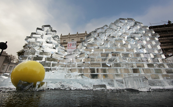 Ice Sculpture「Berlin Wall Ice Sculpture Unveiled In London」:写真・画像(17)[壁紙.com]