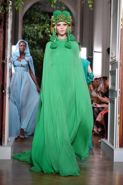 Haute Couture「Valentino : Runway - Paris Fashion Week - Haute Couture Fall/Winter 2019/2020」:写真・画像(16)[壁紙.com]