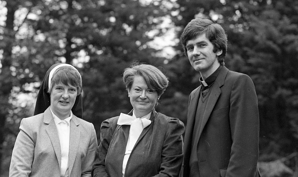 Advice「Minister for Education Gemma Hussey with Sister Eileen Doyle and Father Oliver Brennan at Broc House 1985」:写真・画像(12)[壁紙.com]