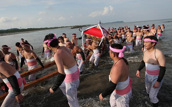 Japan「Naked Festival Entices Thousands To Ohara」:写真・画像(7)[壁紙.com]