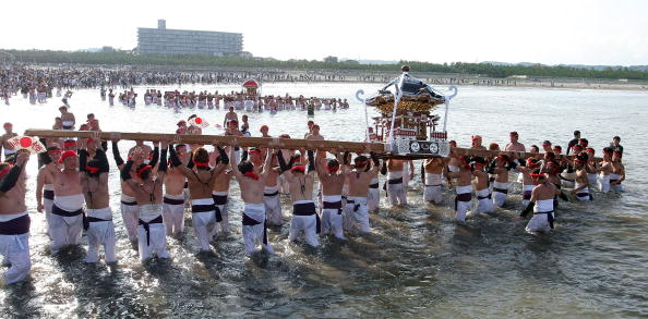 Japan「Naked Festival Entices Thousands To Ohara」:写真・画像(6)[壁紙.com]