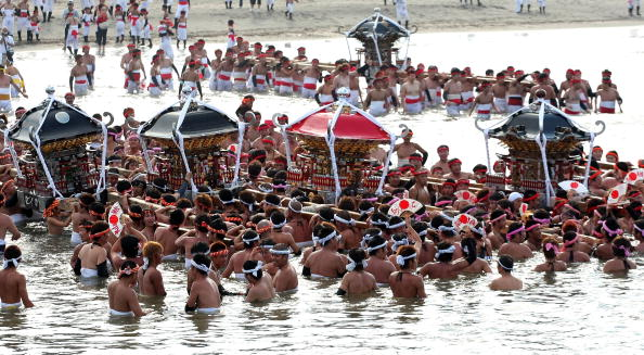 Japan「Naked Festival Entices Thousands To Ohara」:写真・画像(7)[壁紙.com]