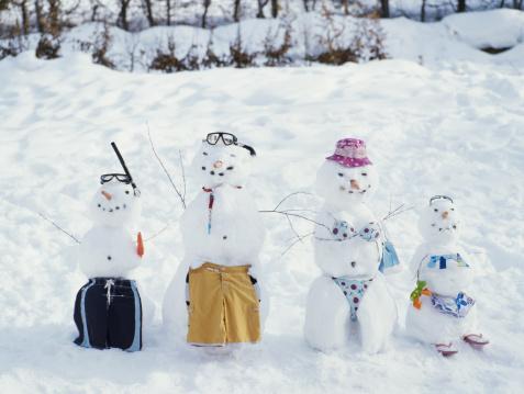 雪だるま「Four snowmen wearing beach clothes」:スマホ壁紙(14)