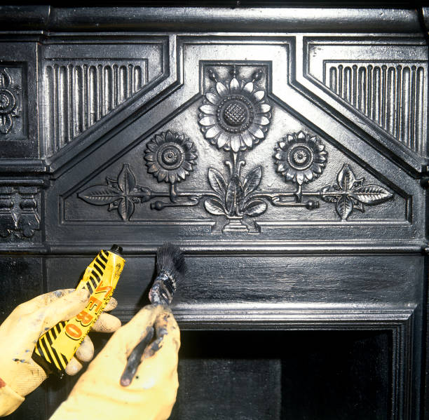 Cleaning a cast iron Victorian fireplace:ニュース(壁紙.com)