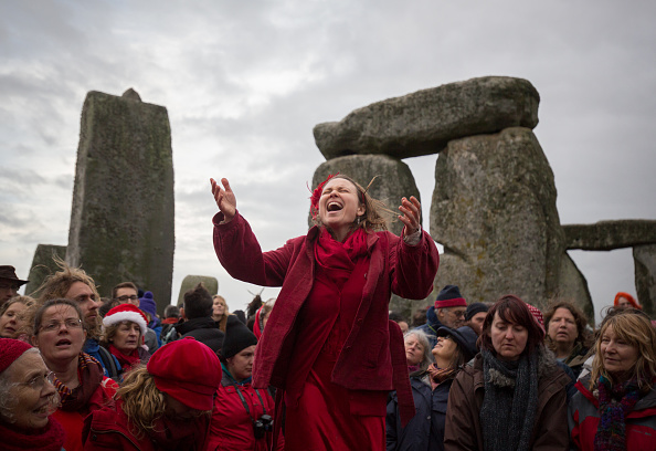 Matt Cardy「Druids Celebrate The Winter Solstice At Stonehenge」:写真・画像(13)[壁紙.com]
