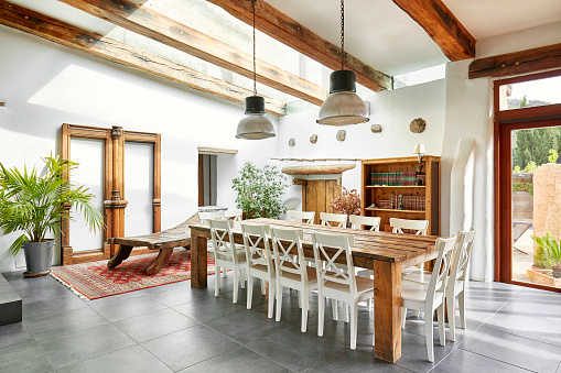 Roof Beam「Dining area in refurbish a Spanish farmhouse」:スマホ壁紙(16)