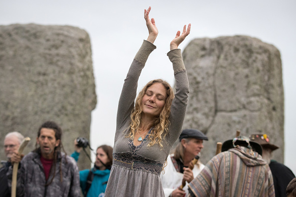 お祝い「Autumn Equinox Is Celebrated At Stonehenge」:写真・画像(7)[壁紙.com]