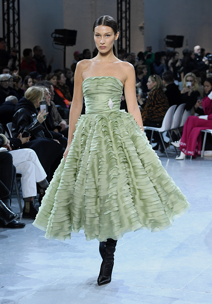 Green Color「Alexandre Vauthier : Runway - Paris Fashion Week - Haute Couture Spring/Summer 2020」:写真・画像(14)[壁紙.com]
