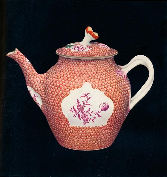 Black Background「'Worcester Teapot and Cover', c1770. Artist: James Giles.」:写真・画像(5)[壁紙.com]
