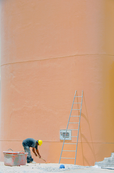 Full Frame「Painting Buildings in Discovery Gardens, Dubai, United Arab Emirates, May 2007.」:写真・画像(2)[壁紙.com]