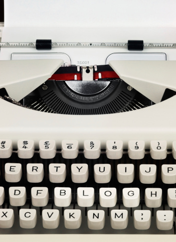 Typewriter「BLOG! written on paper with old fashioned way」:スマホ壁紙(9)