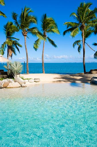 Resort「Swimming pool at beach resort」:スマホ壁紙(10)