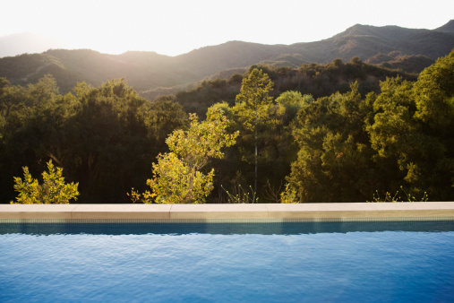 Calabasas「Swimming pool and distant hills」:スマホ壁紙(9)