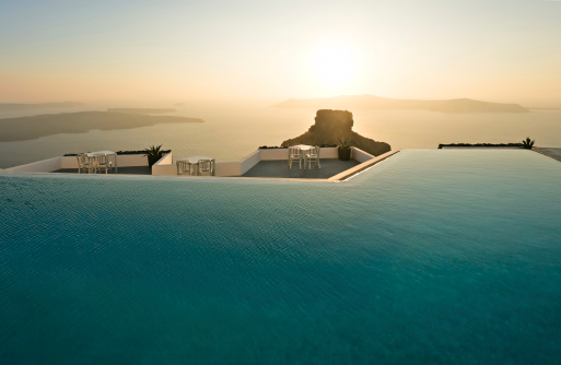 Infinity Pool「Swimming pool with sunset, Santorini, Greece」:スマホ壁紙(4)