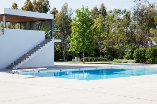 プール「プールにダイビングボード」:スマホ壁紙(2)
