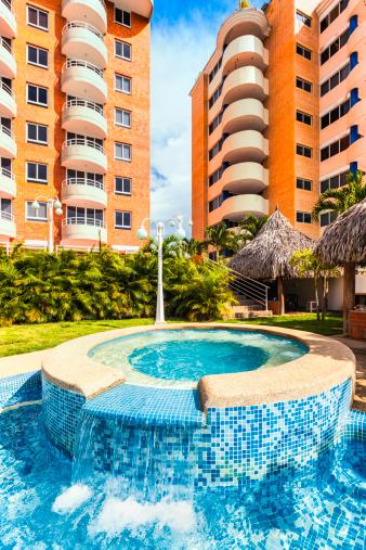 Health Spa「Swimming pool and hot tub at a tropical resort condo」:スマホ壁紙(9)