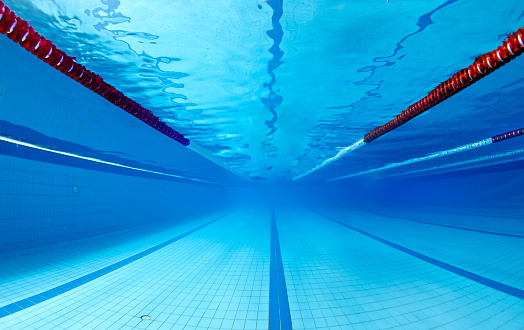 スポーツ「プールの水中」:スマホ壁紙(7)
