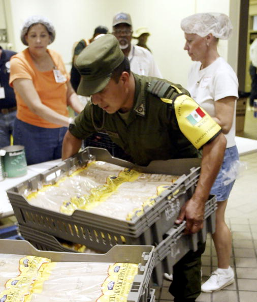 Loaf of Bread「Mexican Army Enters The U.S. To Bring Hurricane Relief Supplies」:写真・画像(0)[壁紙.com]