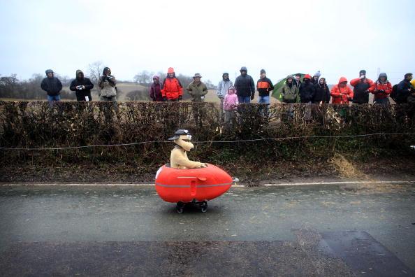 Soapbox Cart「Hoar Cross Holds Their Annual Downhill Soapbox Race」:写真・画像(4)[壁紙.com]