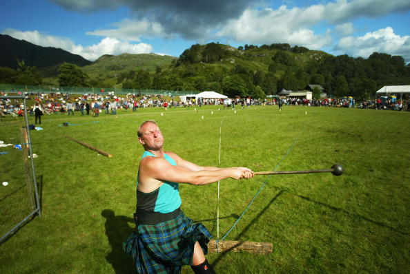 Standing Water「Scots Take Part In Traditional Highland Games」:写真・画像(17)[壁紙.com]