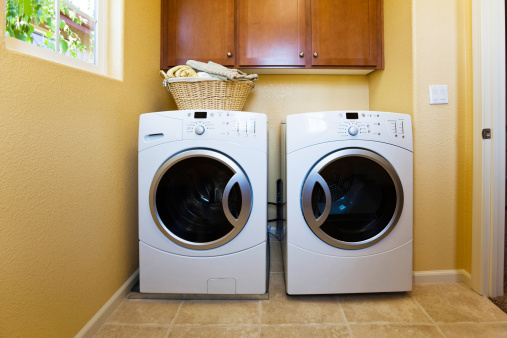 Washing「White modern washer and dryer in home's laundry room.」:スマホ壁紙(15)