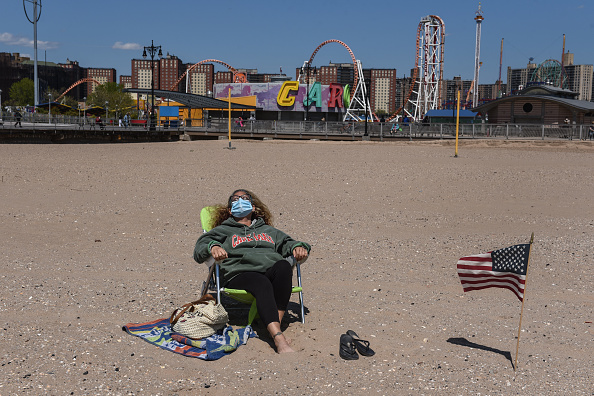 Coney Island - Brooklyn「Coronavirus Pandemic Causes Climate Of Anxiety And Changing Routines In America」:写真・画像(14)[壁紙.com]