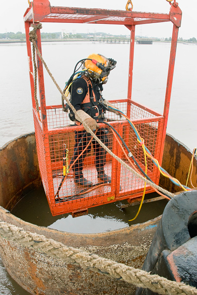 Concrete「The 2 temp piers had to be cut at river bed level by Divers, this was a tuff job as visibility was poor and the confined space.」:写真・画像(18)[壁紙.com]