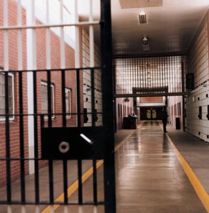 Prison Bars「Prison Corridor」:スマホ壁紙(18)