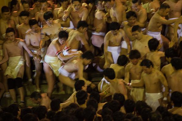 Japan「Naked Festival Takes Place At Saidaiji Temple」:写真・画像(13)[壁紙.com]