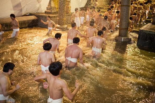 Japan「Naked Festival Takes Place At Saidaiji Temple」:写真・画像(7)[壁紙.com]