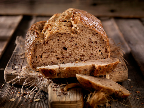 Whole Wheat「9 Grain Artisan Bread Loaf」:スマホ壁紙(1)